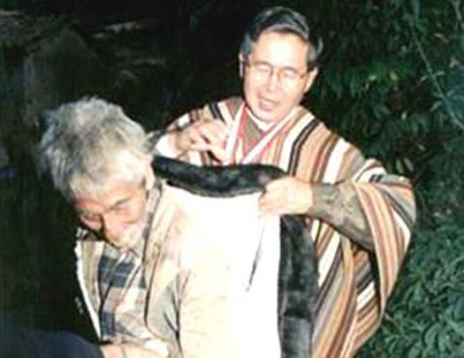 Alberto Fujimori Con los mas pobres